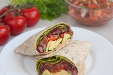 These lovely burritos are delicious and easy to make! | vegelicacy.com