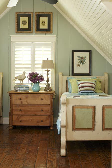 Cottage decor: Bedroom | Jeff Chapman and Stan DuBois via At Home Arkansas