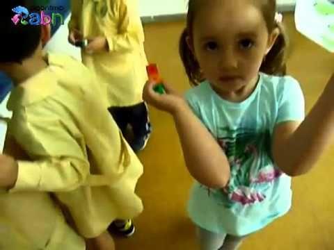 En este vídeo vemos como se trabaja el tema del número cardinal en un aula de infantil.