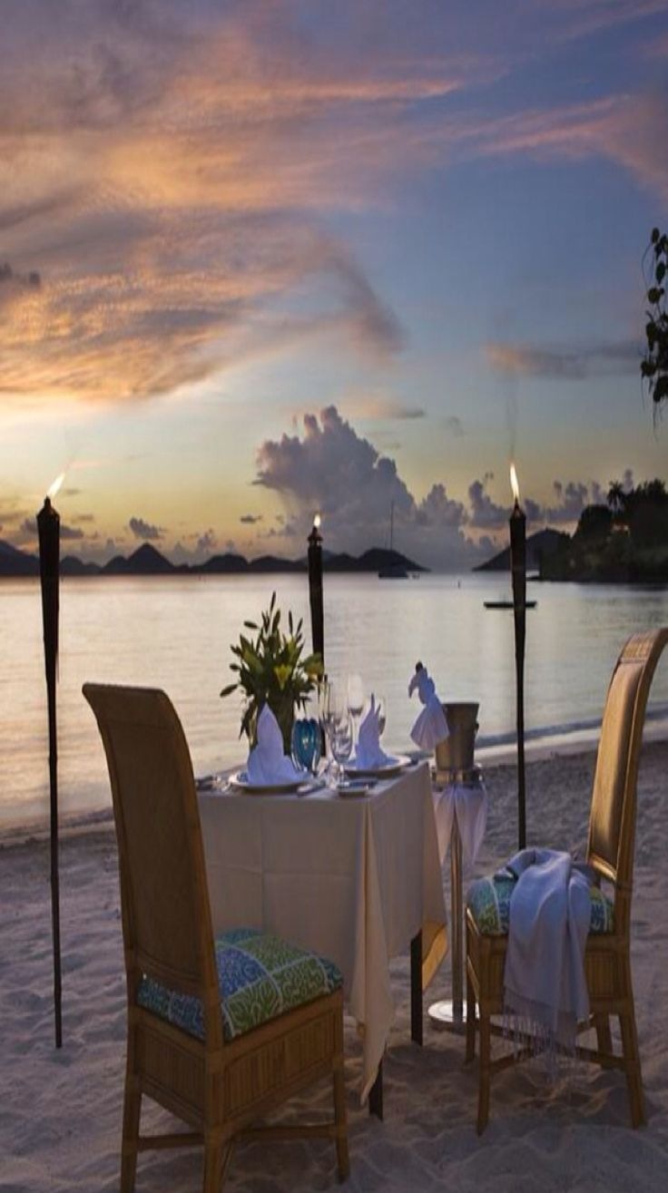 Now This Is A Beautiful Setting For A Romantic Dinner For Two By The Seaat