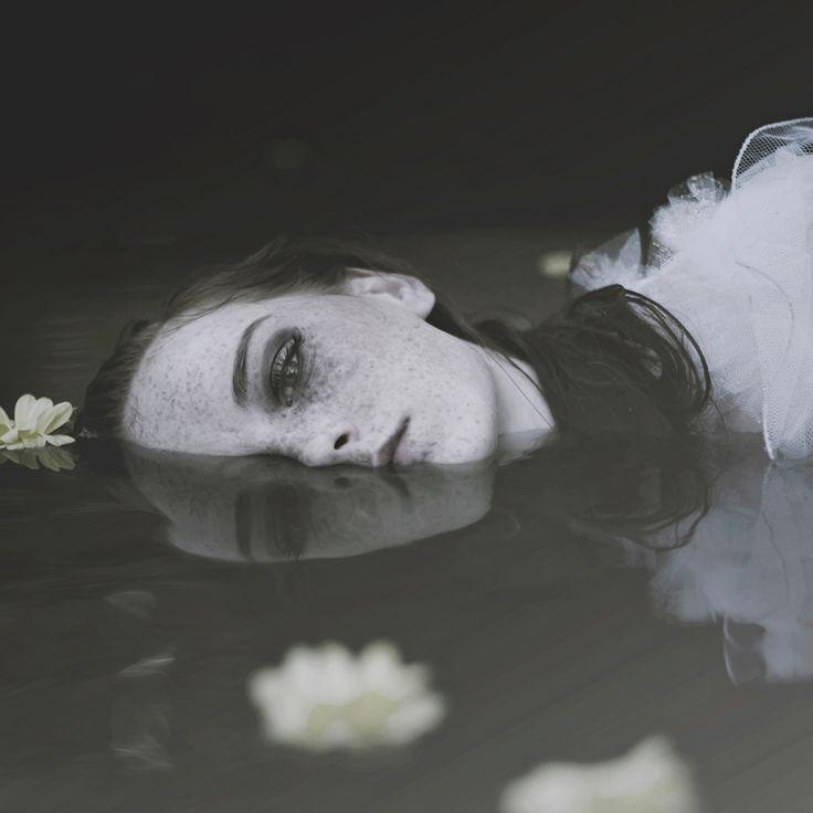 Photographer: Paulina Siwiec / Model: Magdalena Przybyła