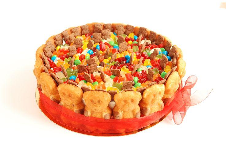 Еще тортик с мишками) Однозначно, детский хит, Мишки Барни, и Мишки Haribo, M&M's. Все что так любят детки. А внутри нежнейший ореховый торт. Именинник равнодушным точно не останется. Тех.часть: нежный ореховый бисквит, крем чиз, вишня. Декор: Мишки Барни,и Мишки Haribo, M&M's. Вес 3 кг. Цена 6000 руб. Мы не работаем с мастикой, но очень любим шоколад и вкусный декор. Напоминаю, уже в эту субботу пройдет МК по капкейкам. Расписание: 24.06 по Капкейкам, есть пара свободных мест. 02.07 по…