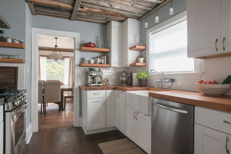 House in Portland, United States. Cozy, restored 1927 Bungalow with built-ins and old hardwoods just 3 miles from downtown.  A queen sized bed and bedroom  with a full bathroom all to yourself with a newly remodeled gourmet kitchen. The location is very walk-able, on the Portland ...