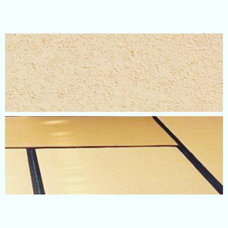 """* マイホーム 和室 記録☺︎✔️ 4.5畳で狭いので悩んだけど天井も壁も同じ薄いベージュの珪藻土壁紙にしました。 畳は帯無しや琉球畳とかの方がスッキリ見えるかな〜って悩んだけどやめた! 昔ながらのイメージで白茶色の畳で黒の帯付きに決定。 畳の敷き方っていろいろある事もはじめて知った 畳の敷き方で最初知らずに打ち合わせ前に決めてたのが""""切腹の間""""っていう縁起の悪い敷き方だったみたいで打ち合わせで現場監督さんが気付いて指摘してくれてヨカッタ〜〜 ほんと発注前でヨカッタ 発注してからだと並び替え出来ないみたい。"""