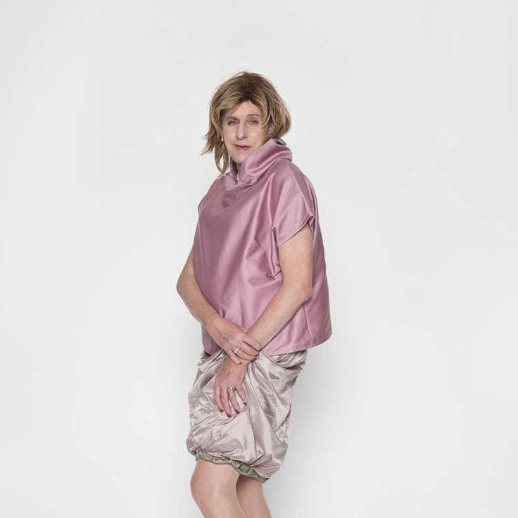 Debora Dax, afgestudeerd aan de Design Academy Eindhoven 2016. Debora  heeft kleding ontworpen voor personen die geboren zijn in een mannelijk lichaam, hun vrouwelijke kant willen uitdrukken en uitleven. De collectie uit zich door comfortabele, losse vallende tops en rokken die ervoor zorgen dat de mannelijke lichaamsdelen verhuld worden.