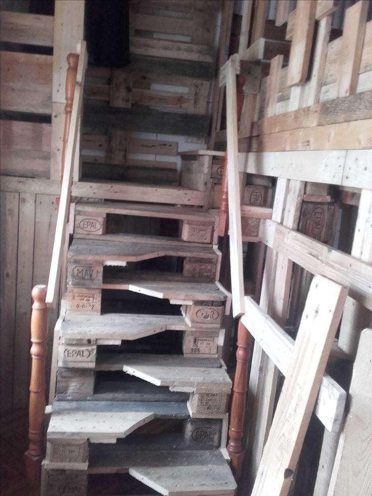Félkész lépcső
