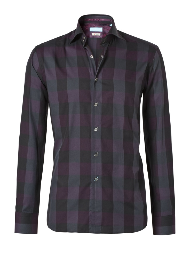 A beautiful checkered shirt with purple through it. It's a modern fit of British Indigo. The shirt costs now € 129.95 at http://hemdenonline.nl/shirts/overhemden-british-indigo-modern-fit-7195.html#