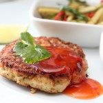 Thaifiskekaker med spicy agurksalat og chilisaus