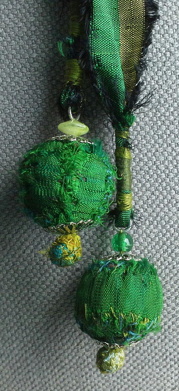 Collar/collar de textil verde esmeralda. por VeronikB en Etsy
