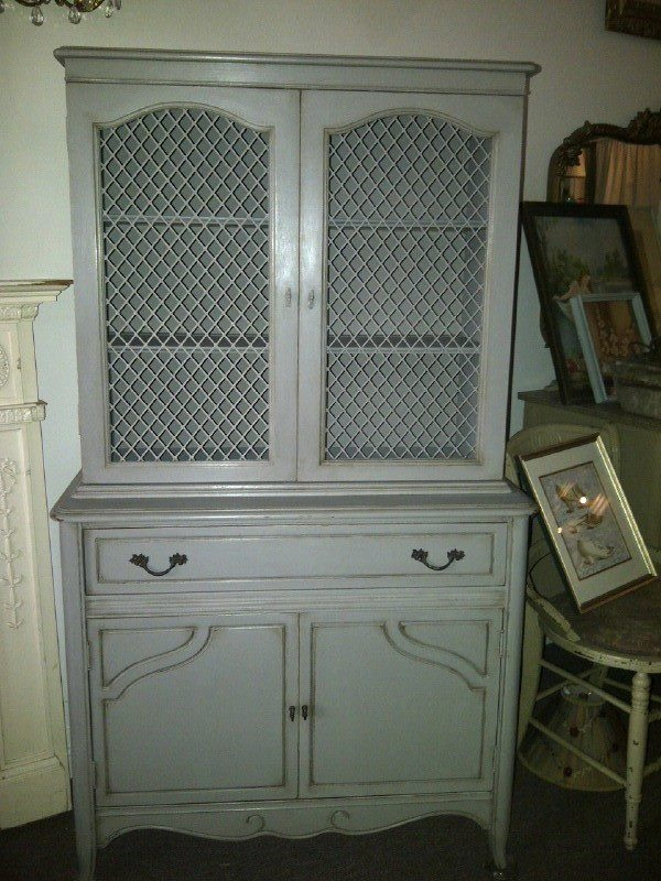 Hutch in French Linen