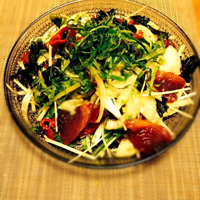 サラダにかつおを入れてボリュームアップ! 蒸し暑い時期にぴったり!! 青魚を美味しく♡ - 22件のもぐもぐ - かつおの香味サラダ by natsukom