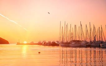 Wunderschöner Sonnenuntergang im Hafen von Vrsar