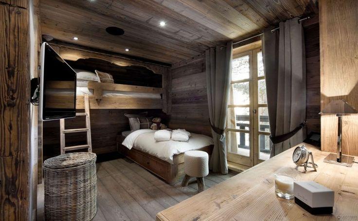 Camera con letti a castello. Legno antico o antichizzato sia per il pavimento che per i mobili. Idee Case Canuto