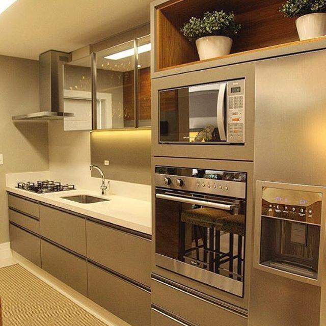 Nós aqui amamos cozinha! E vcs? ❤️ Autoria do projeto: Daniela e Lilian Arquitetura  Meu ig: @carolcantelli_interiores