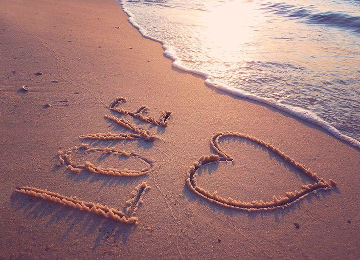Почему надо отмечать свадьбу на Кипре? • очень красиво (море, пляжи, горные и долинные ландшафты, скалы, бухты); • очень комфортно в плане мягкой и теплой погоды на протяжении всего календарного года; • очень доступно. Свадьба на Кипре перестала быть мероприятием для избранных. Для себя любимых можно подобрать и VIP-, и бюджетный вариант проведения праздника.
