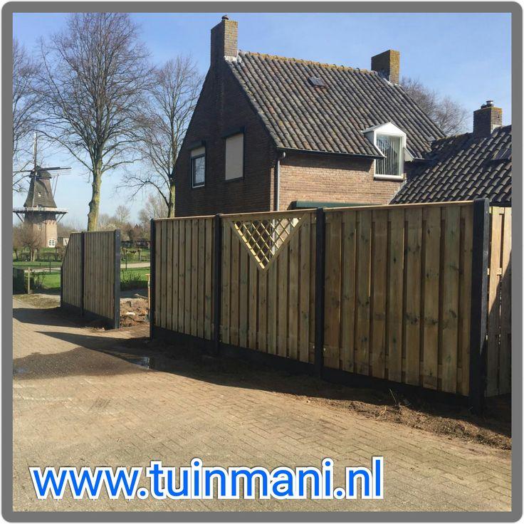 Een schutting erfafscheiding afscheiding tuinhek  met betonpalen en betonnen onderplaten is een solide keuze. Met geïmpregneerde tuinschermen met een kader erin, voor een speel effect.  Er zijn veel opties mogelijk, zoals gaasschermen, grindschermen. Geïmpregneerd, hard hout, composiet, aluminium of lariks hout. #tuinmani @Tuinmani www.tuinmani.nl