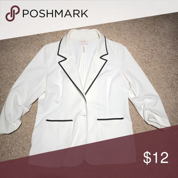 Knit 3/4 sleeve blazer by Laundry. Cream with black piping detail. Ruched 3/4 sleeve. Very soft ponte knit. Light wear. Size tag missing but it's a standard size 12. Laundry by Shelli Segal Jackets & Coats Blazers