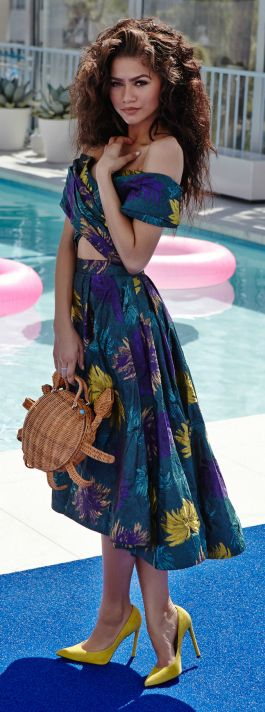 cozy and casual by the pool, but sexy and chic | resort style and chic fashion | lady in blue | sexy brunette in blue Floral Strapless Maxi Dress | perfect attire for date by the pool side | #thejewelryhut