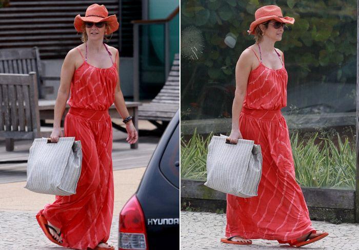 #Linda!! Com vestidão longo, Christine Fernandes deixa academia no Rio! http://www.ofuxico.com.br/noticias-sobre-famosos/com-vestidao-longo-christine-fernandes-deixa-academia-no-rio/2014/09/16-215448.html