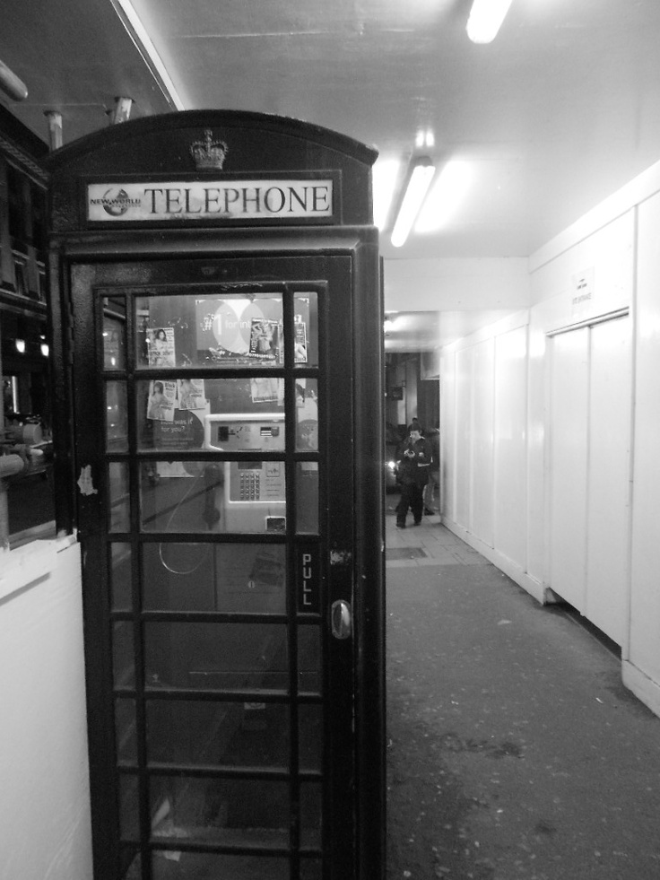¸.•´¸.•*¨) ¸.•*¨)★  …(¸.•´ (¸.•´ .•´ ¸¸.•¨¯`•.★Old telephone booth!