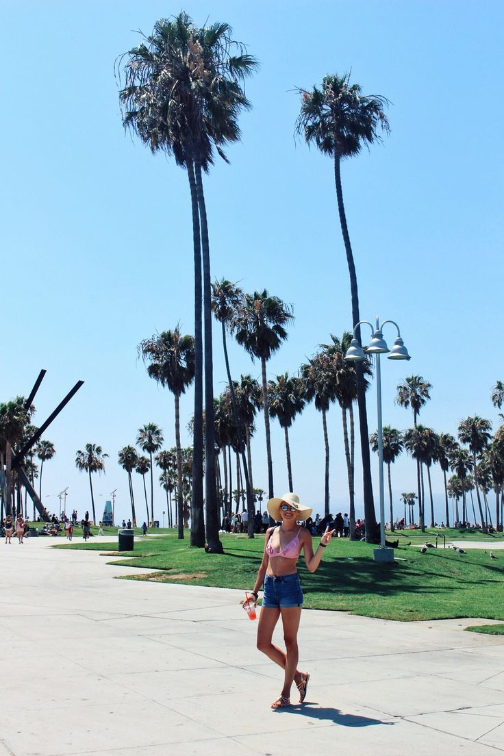 Finally got over my fear of biking 🚵 🙈 ... and went on a ride from Santa Monica Pier to Venice Beach (and back!) 🌊