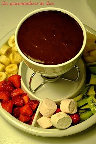 fondue au chocolat et ses fruits pommes bananes kiwis. Black Bedroom Furniture Sets. Home Design Ideas