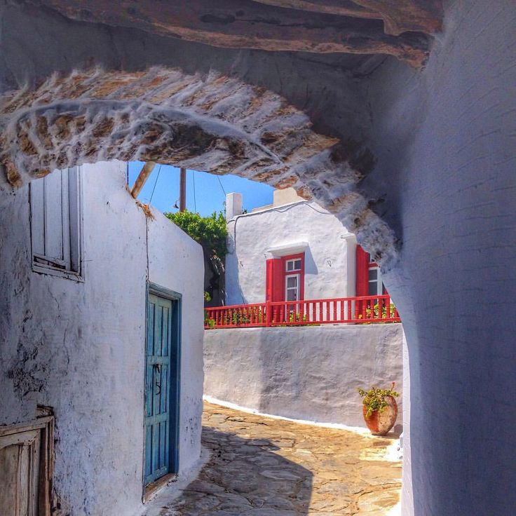 Adorable alley in Amorgos island (Αμοργός) ❤