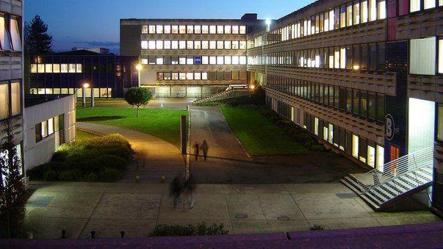 """L'université #Rennes 2 sera fermée mercredi """"pour des raisonsde sécurité"""" afin d'empêcher qu'une assemblée générale consacrée à la mort dujeune écologiste Rémi Fraisse se déroule sur le campus ce jour-là. Une fermeture décidée par le Président, Jean Gombert. #bretagne #sivens"""