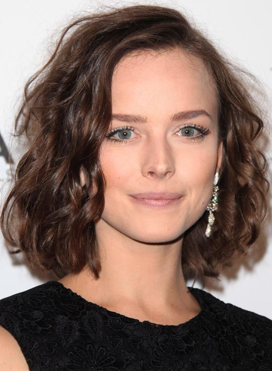 Love to sport short hairstyles but bored of the regular bob? How about trying out messy bob hairstyles for a unique look? Yes, messy can look cute, trendy and elegant too. Don't believe us! Just check out the following