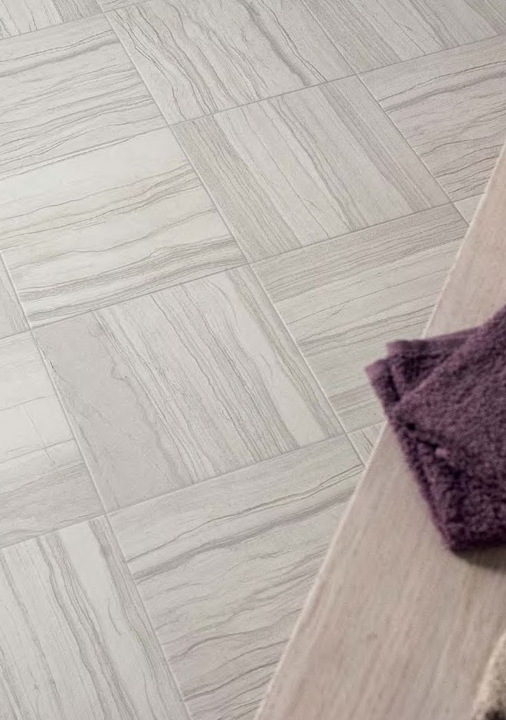 Alternating the tile so the calcareous streaks run in opposite directions offers a unique dimension to a room.