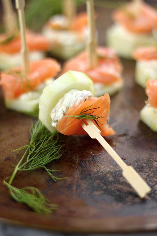 Salm n ahumado con queso crema sobre una base de pepino for Canape de salmon ahumado