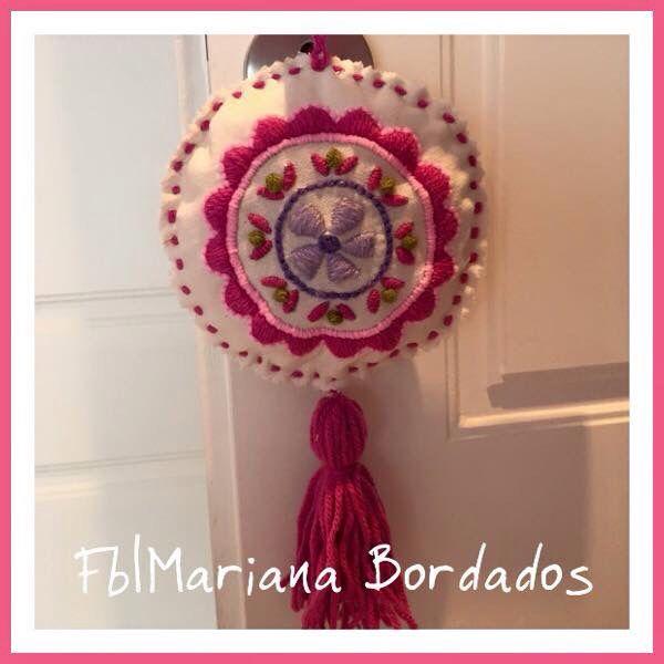 Mini mandala con borla - Fb Mariana Bordados