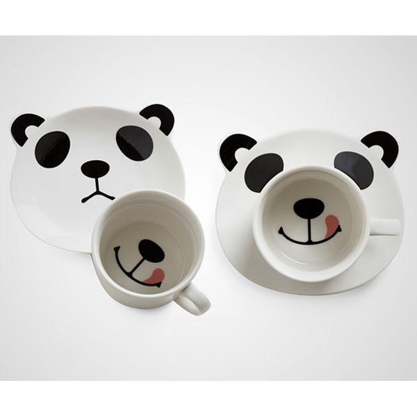 #18 Puede que Modcloth sea una casa especializada en diseño de indumentaria pero, con este tierno diseño de tazas con rostro de oso panda, se ha consagrado entre los diseñadores de utensilios para el hogar.