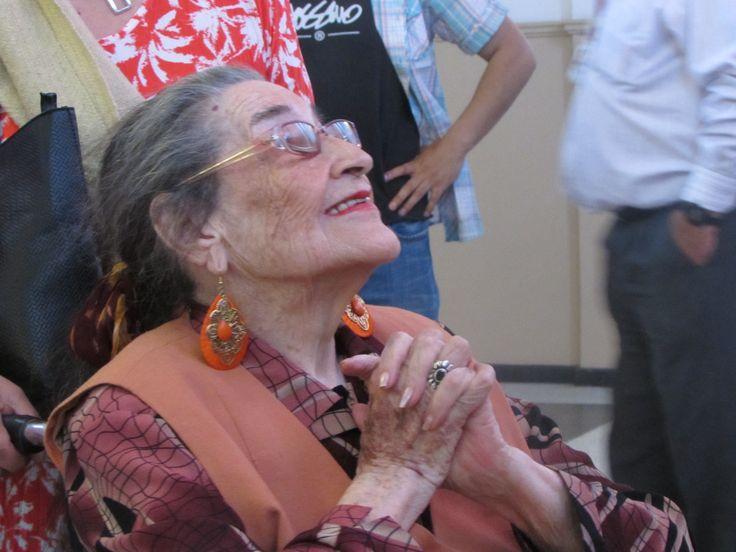 La gran Margot Loyola muy contenta recorriendo su exposición :)