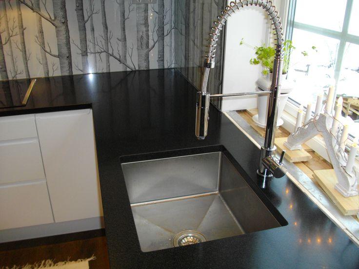 b nkskiva i granit nero assoluto underlimmad vask www. Black Bedroom Furniture Sets. Home Design Ideas