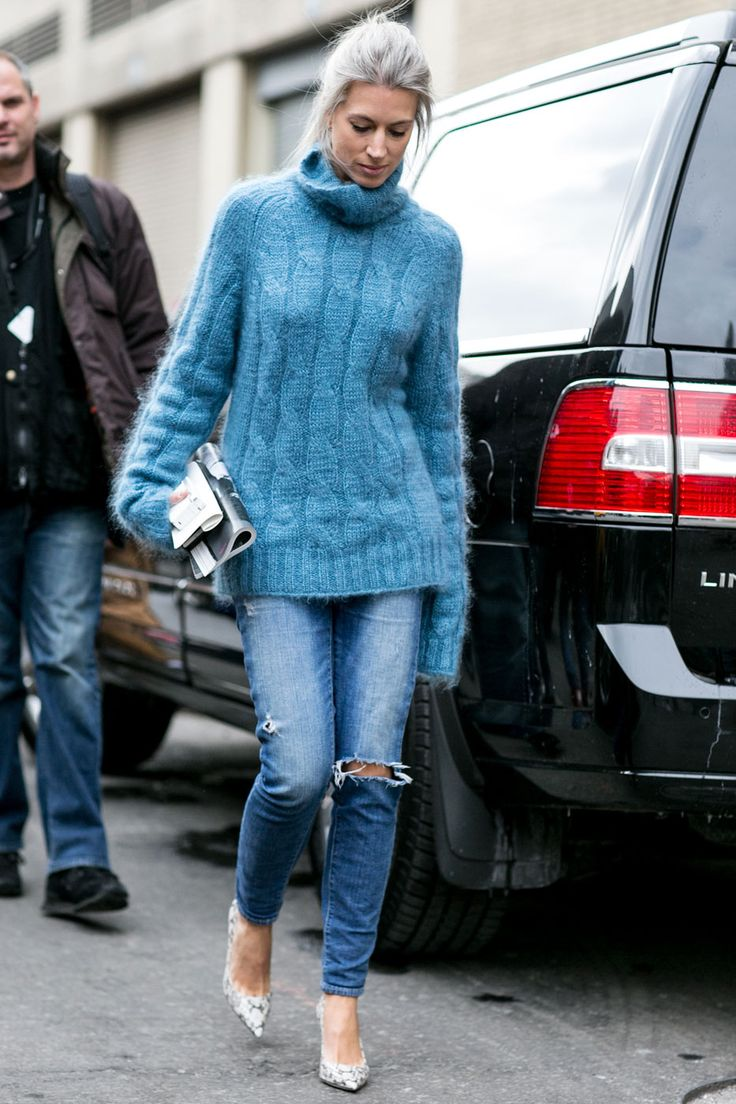 how good is that blue knit? #SarahHarris in NYC.