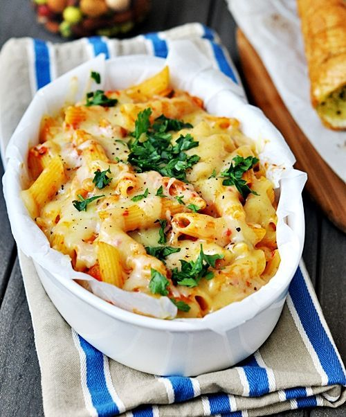 baked pasta with roasted peppers and zucchini: Vegetarian Pasta, Red Peppers, Zucchini, Baking Pasta, Baked Pasta, Pasta Baking, Chee Recipes, Baking Ziti, Roasted Peppers