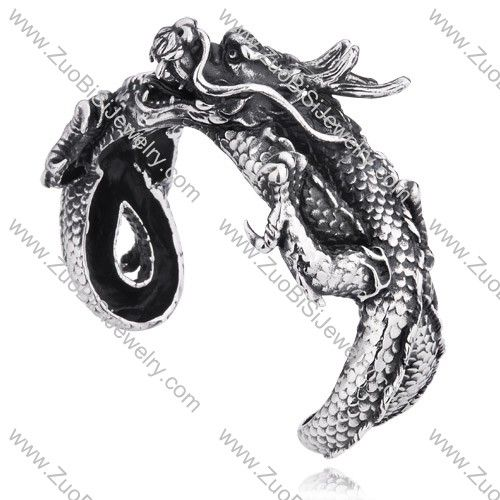 Make your casual look legendary! Crafted from stainless steel, this bracelet boasts a meticulously detailed dragon head at one end of the cuff and its tail at the other. It secures around your wrist on a ring closure for a unique look.