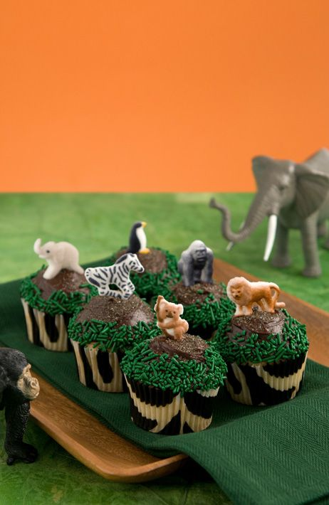 Might be able to handle this and just put mini figurines on top instead - Safari Buddies cupcake decorating kit. $12 #cupcakes #zoo #animals