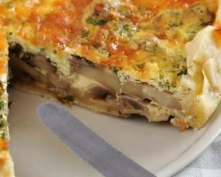 Quiche végétarienne et sans gluten au tofu soyeux, poireaux, champignons et romarin : http://www.fourchette-et-bikini.fr/recettes/recettes-minceur/quiche-vegetarienne-et-sans-gluten-au-tofu-soyeux-poireaux-champignons-et