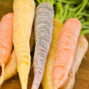 Peultjes en worteltjes met citroen en peterselie