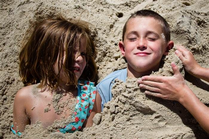 Δείτε μερικές πρωτότυπες, μοντέρνες και φρέσκες ιδέες για να βγάλετε τα παιδιά καλοκαιρινές φωτογραφίες που πρέπει να γίνουν πόστερ!