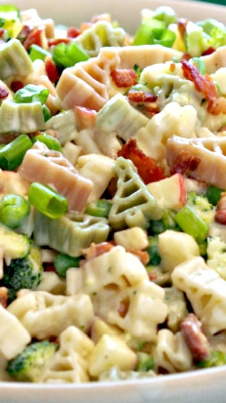 Broccoli Apple & Bacon Pasta Salad ~ It has something for everyone. Crunchy broccoli, sweet apple, salty bacon, perfect pasta and a sweet, tangy dressing.
