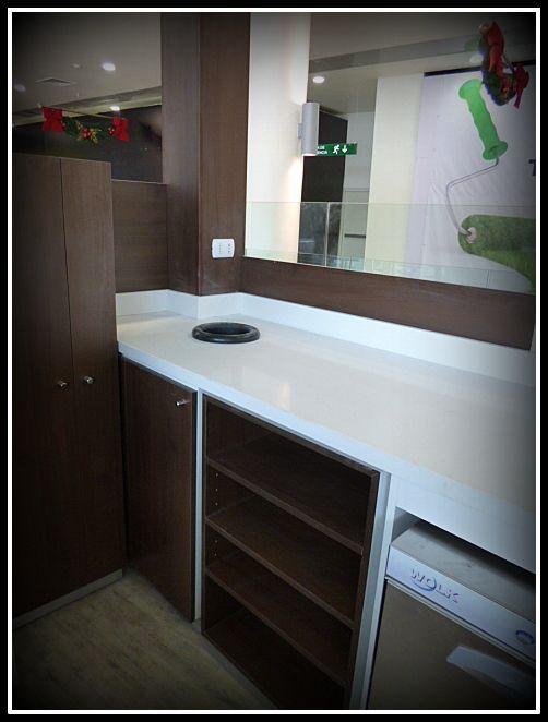 Diseño y fabricación de cafetería en nuevo mall de Rancagua Linea plana en dos tonos.