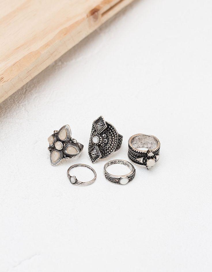 Σετ από δαχτυλίδια μποέμ πέτρα. Ανακαλύψτε το μαζί με πολλά άλλα ρούχα στο Bershka, με νέες παραλαβές κάθε εβδομάδα.