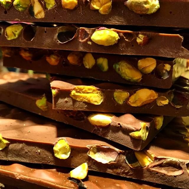 Çikolatayla başlayan her Pazartesi, sendromsuz geçer.  Tadı damağınızda kalacak harika çikolatalar için #BeylikdüzüMigros AVM Kahve Dünyası'na bekleriz. #bmigrosavm #coffe #food #çikolata