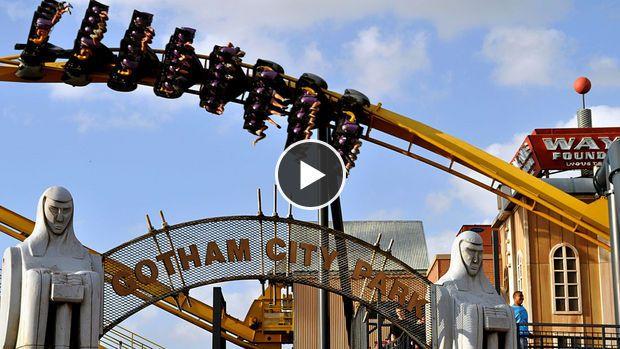 Aux Etats-Unis, les montagnes russes Batman The Ride n'en finissent plus d'attirer du monde