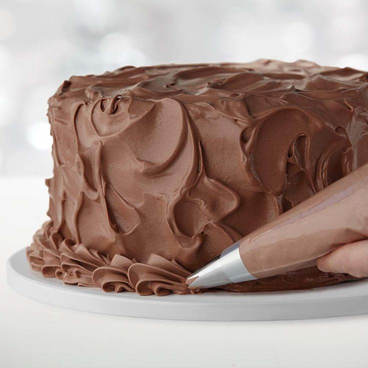 how to decorate a cake with chocolate frosting