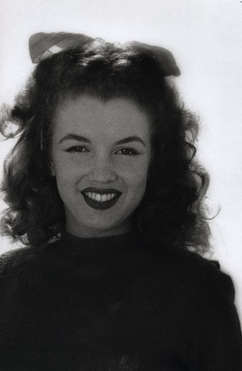 A young Marilyn Monroe.  I can't get over how much Marilyn looked like you..except for the mouth shape...this is you!