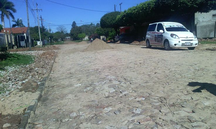 Empedrado de la calle Carmelo Peralta del Barrio San Isidro de la ciudad de Coronel Oviedo. //OviedoPress